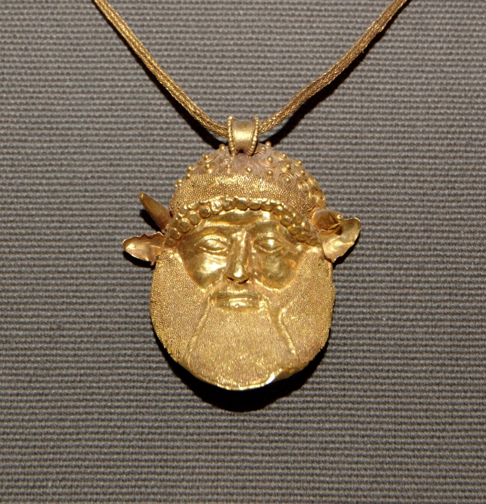 Фото древних золотых украшениях